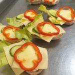 Ostsmörgås med paprika till fikat catering i gävle
